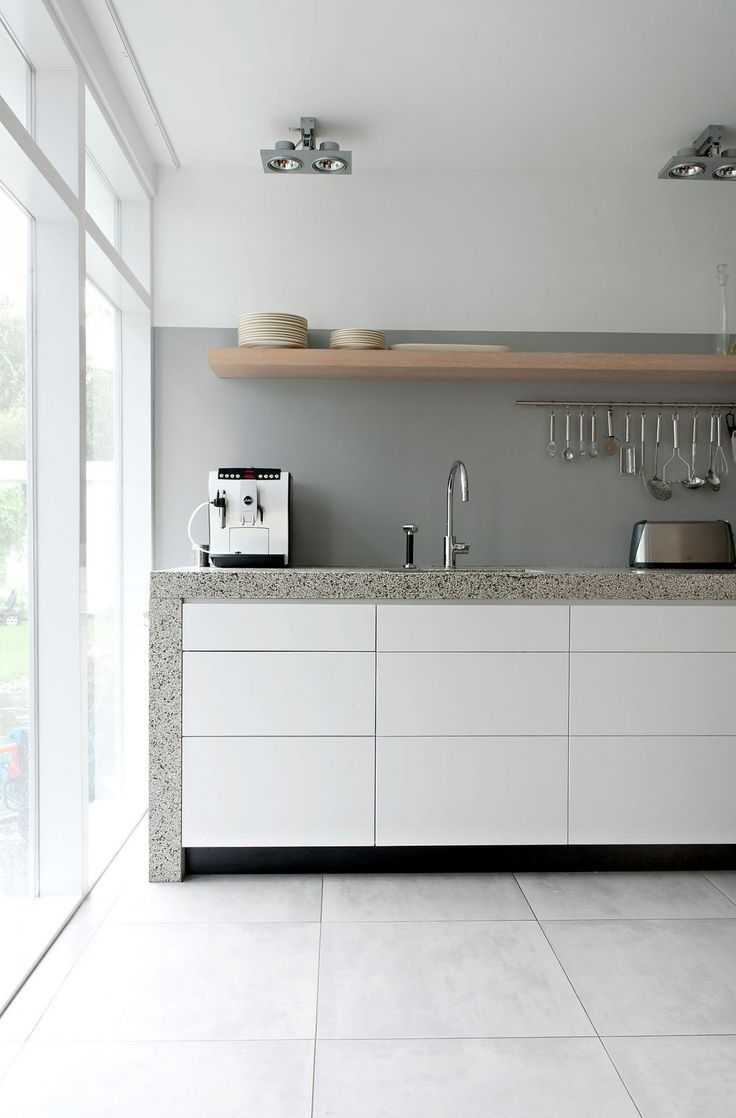 White kitchen cabinets - the perfect background for a chic decor #dec ...