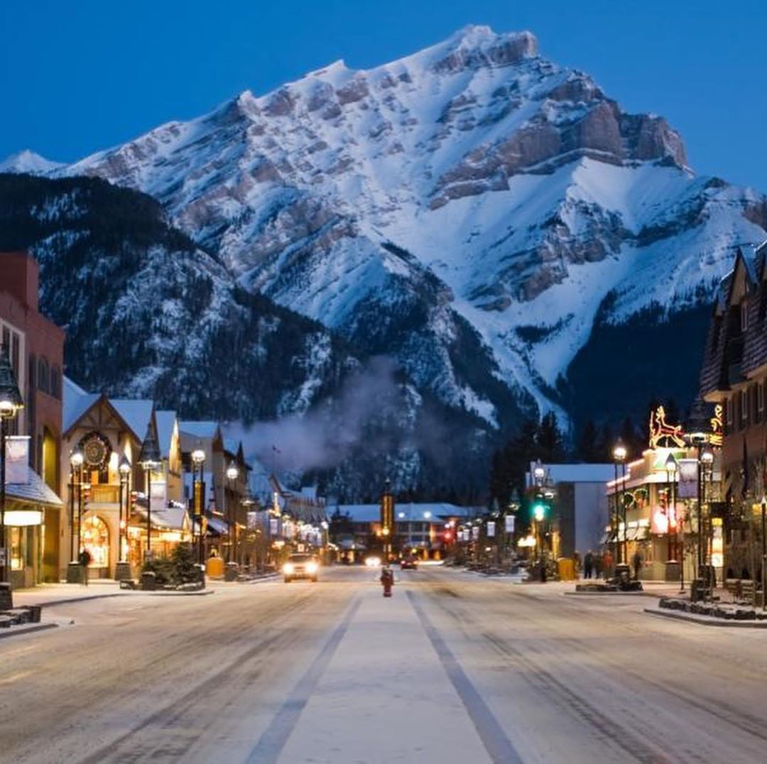 Next week is the start of the @banffchristmasmarket! If you havent heard yet its...