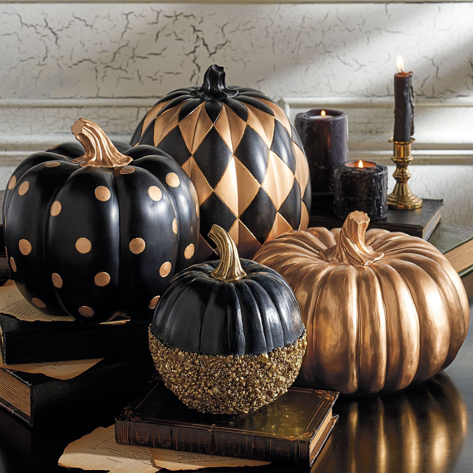Fall decoration! Noble painted pumpkins in black, gold and glitter!