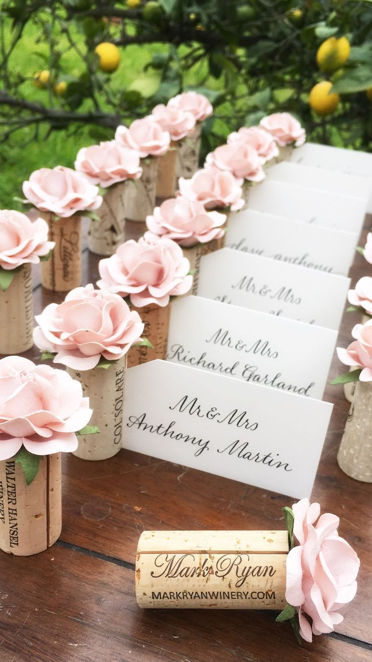 Wine cork place card holder. Winery wedding decoration. Seat tickets. Visitenkartenha ...
