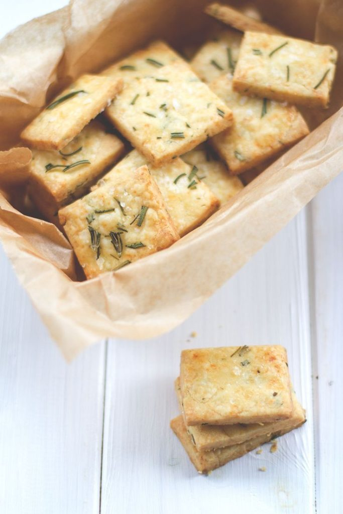 Hearty shortbread with cheddar and rosemary