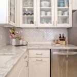 30+ Lovely White Kitchen Backsplash Design Ideas