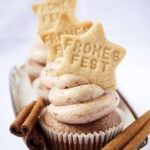 Cinnamon cupcakes with plum frosting