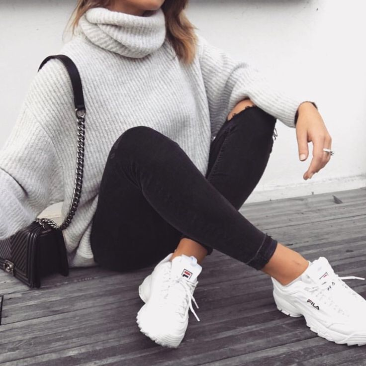 The outfit with Fila Daddy sneakers is perfect, #daddy #outfit #perfect #sneak ...