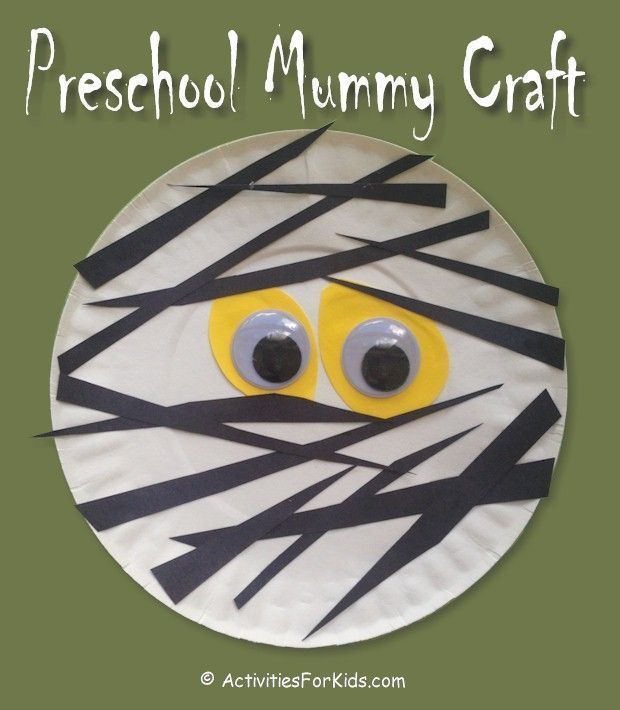 Easy Preschool Mummy Craft for kids.  A 5-minute Halloween craft to keep kids oc...