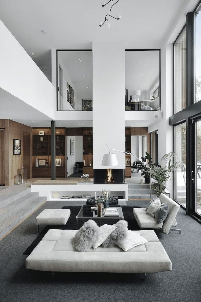 Modern villa with high ceilings in Sweden Isabella Lowengrip is one of those mod...