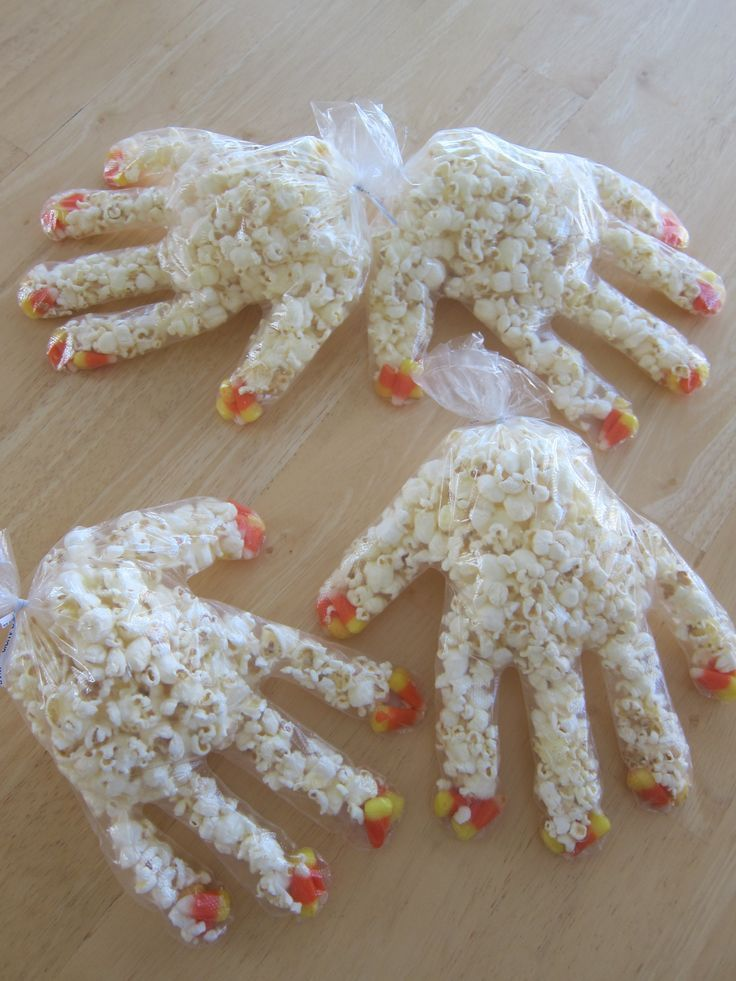 monster paws...easy and so cheap for school treats - #cheap #inhand #monster #pa...