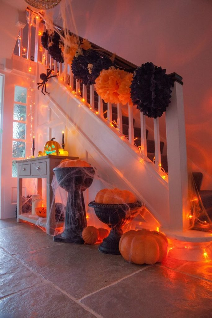 Black & Orange Pom Poms, pumpkins and spiders! Everything you need for a Hallowe ...