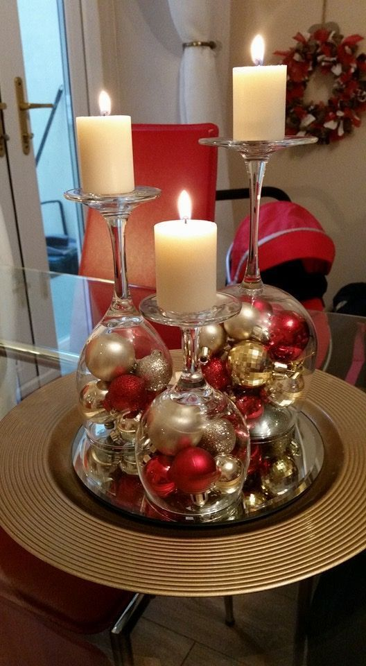 Wine glasses with balls - Christmas - #balls #with #Christmas #wine glasses - bread baking