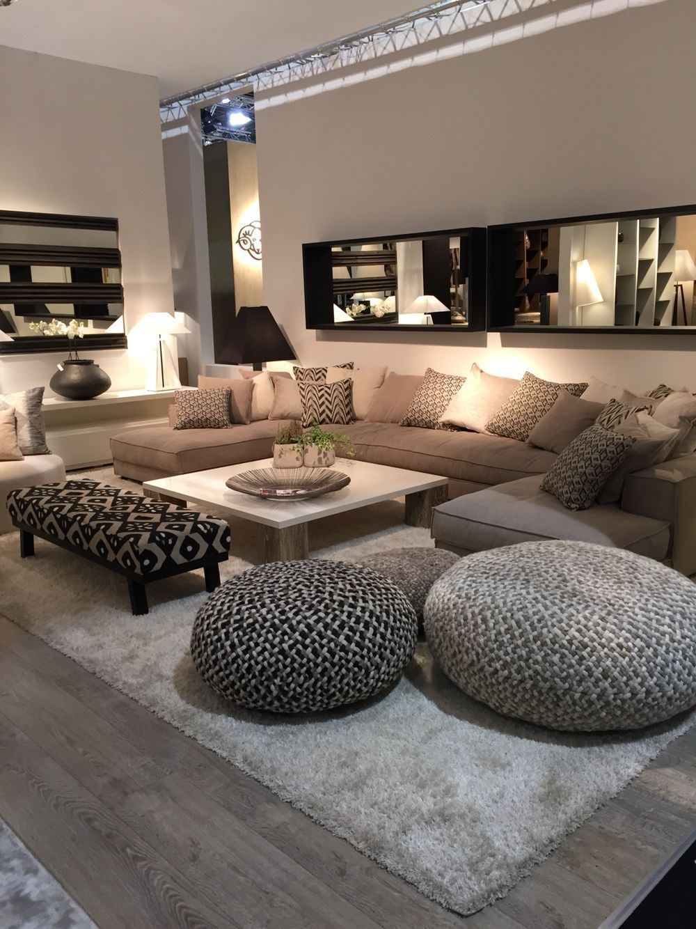7 Non-Expensive Ideas to Create Luxury Living Room